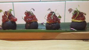 Causa negra de tartar de atún_navaja